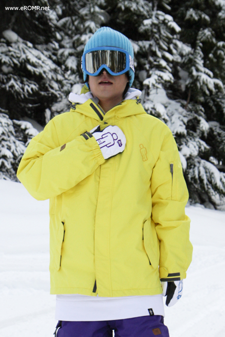 1112 180˚ Switch Jacket - Yellow